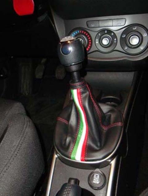 Alfa Romeo Mito - soufflet levier de vitesse noir et tricolore italien